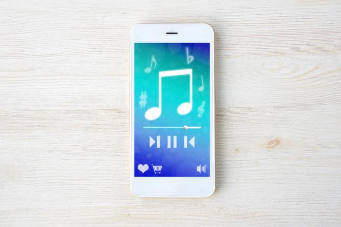 スマホでミュージックアプリ